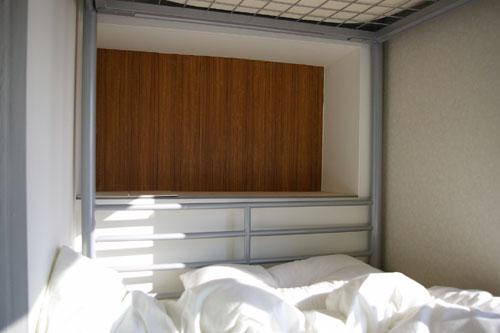 Dormitory 201/ベッドサイド