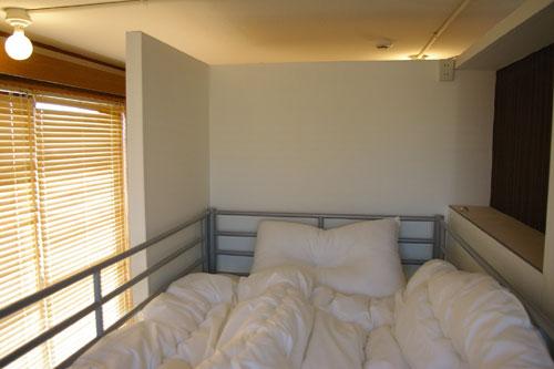 Dormitory 301/ベッドサイド